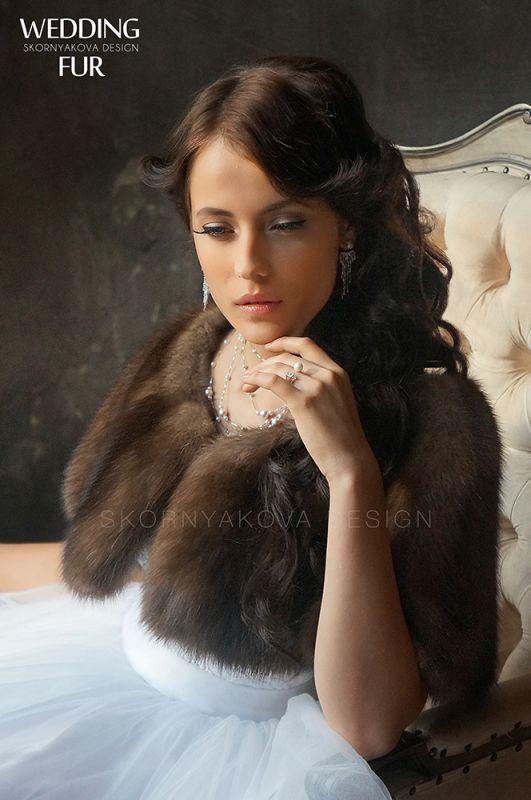 Накидка из темного соболя на платье